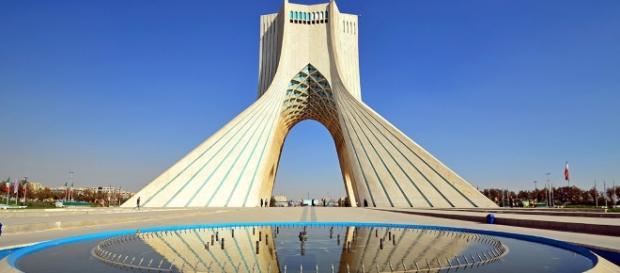 Torre Azadi a Teheran, emblema dell'Iran moderno