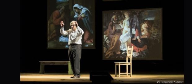 """Vittorio Sgarbi nella sua opera teatrale """"Caravaggio"""","""