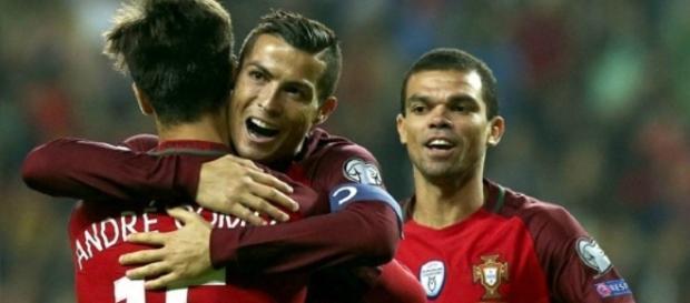 Cristiano Ronaldo vuelve a sonreír con Portugal. Fotografía: EFE
