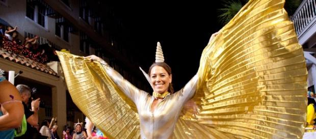 Fantasias chamativas enchem as ruas de Key West durante as dez noites de duração do evento