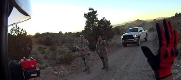 Homens foram impedidos de continuar o trajeto (MacADVentures / Youtube)