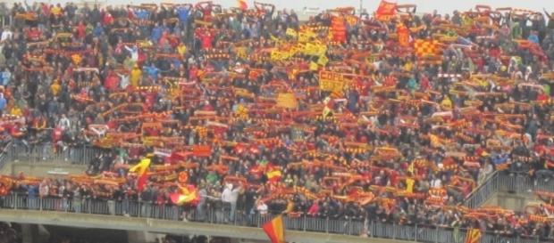 Lecce, Stadio via del Mare: sciarpata in curva Sud