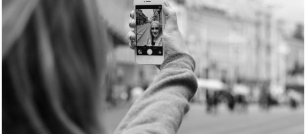 Várias pessoas arriscam demais para tirar a melhor selfie