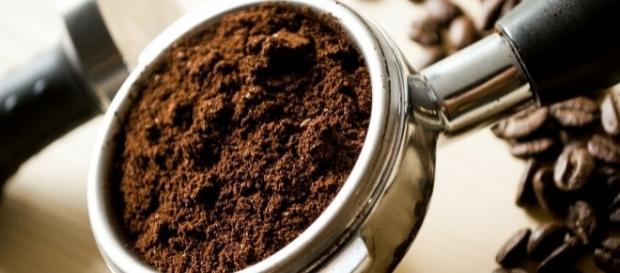 Zu Kaffee sollte Wasser getrunken werden.