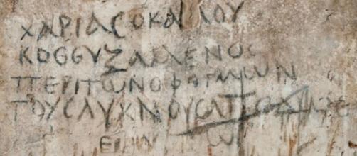 Antiguo crucigrama descubierto en una de las paredes de la basílica de Esmirna