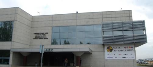 Frontal de la moderna instalación que alberga el centro.