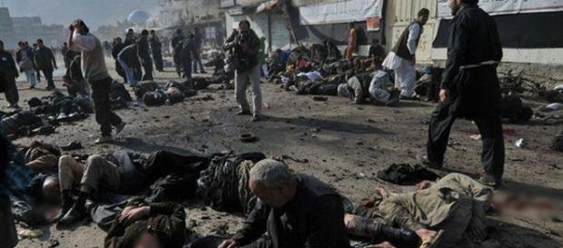 18 pessoas morreram e 27 ficaram feridas no ataque.