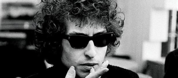 A young Bob Dylan is lovely smoking