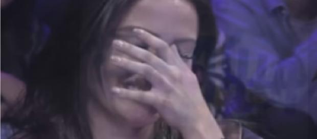 Anitta chora em apresentação - Google