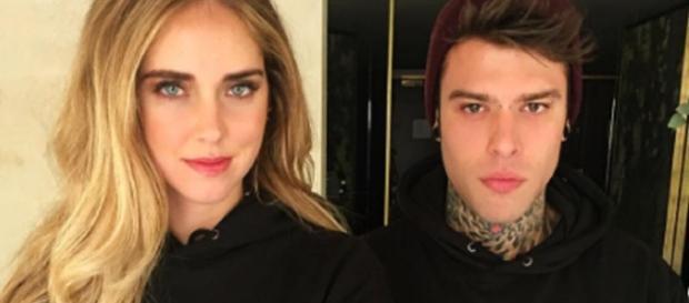 Fedez e Chiara Ferragni replicano con ironia a chi afferma che la loro storia d'amore è tutta finzione