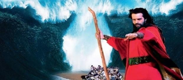 Guilherme Winter como Moisés na abertura do Mar Vermelho