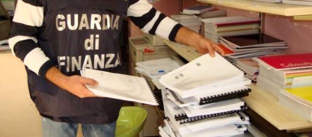 Libri fotocopiati università Napoli: finanza in copisteria