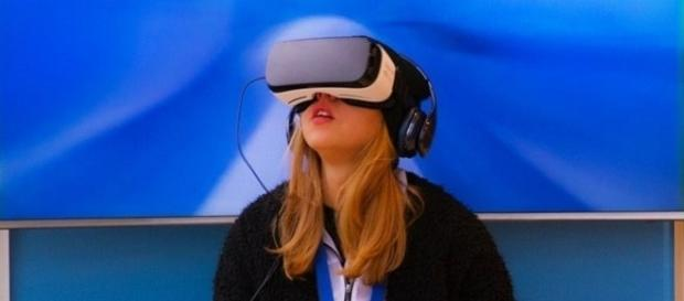 Oculus Rift virtual reality headset   beejees (Pixabay.com, CCO Public Domain)