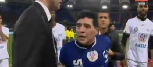 Maradona-Veron, lite durante la partita della pace 2016