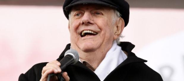 Dario Fo muore a 90 anni, lo spettacolo lo abbraccia con un ultimo saluto