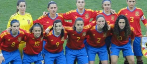 La Selección Española Femenina sub-17 a punto de comenzar un encuentro