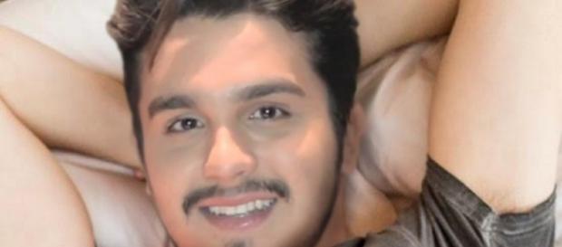 Luan Santana aparece em foto nu - Google