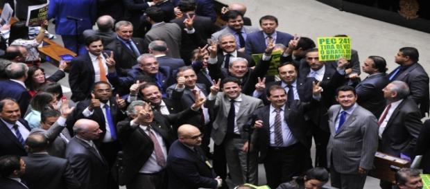 PEC 241 tem agitado os bastidores da política brasileira