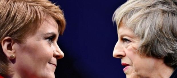 Regatul Unit, în pragul destrămării. Theresa May pusă în fața unui nou REFERENDUM