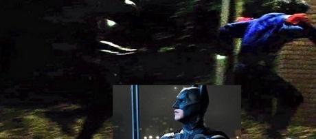 Batman inglês corre atrás de palhaço