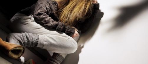 Catanzaro: maltratta la moglie e le punta una forbice al collo