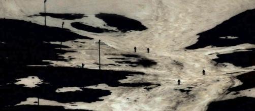 "Fotograma de ""Montaña en sombra"", Sonido. B/N. Digital. 2012. 14'. Lois Patiño - loispatino.com"