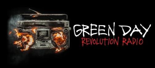 Revolution Radio es el tercer número uno para Green Day, en el Reino Unido.