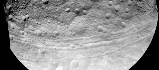 A lua sofre com impactos que mudam a sua estrutura.