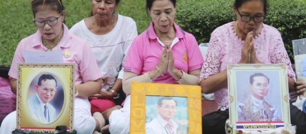È morto il re della Thailandia, il decano dei monarchi - La Stampa - lastampa.it