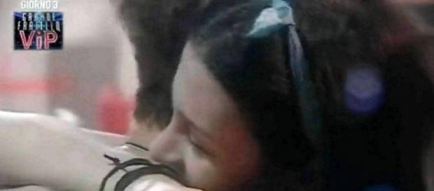 Grande Fratello Vip: Asia Nuccetelli abbraccia Andrea ma incassa un nuovo no
