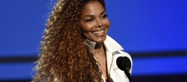 Janet Jackson Baby Bump: Singer Debuts Tiny Bump After Miraculous ... - inquisitr.com