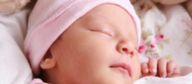 Neonata di 40 giorni messa in vendita su eBay