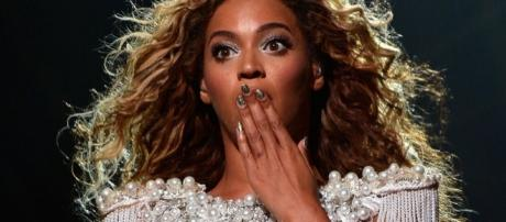 Beyonce rips earring out of her ear on stage, continues singing despite bleeding! Photo: Blasting News Library - mirror.co.uk