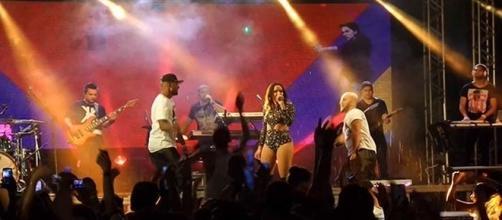 Artista anunciou fim da apresentação na terceira música em Cabo Frio,