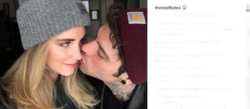 Fedez-Ferragni, è social il loro primo bacio.