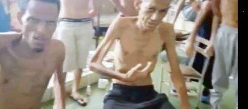 Imagem de presos passando fome e sofrendo com doenças