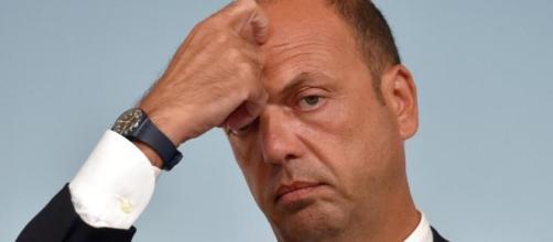 """La segretaria intercettata: """"Il padre di Alfano mi ha mandato 80 ... - lastampa.it"""