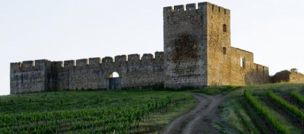 Alentejo: wine, history and a great tourist experience. Picture by Ken & Nyetta, Creative Commons.