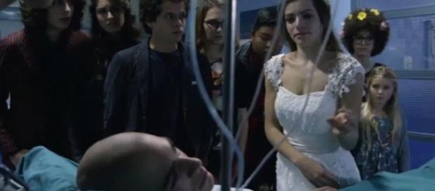 Cris vestita da sposa mentre Leo sta male