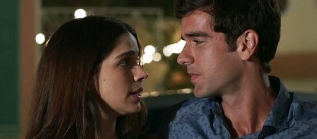 Felipe e Shirlei reatam o namoro escondido de Jéssica
