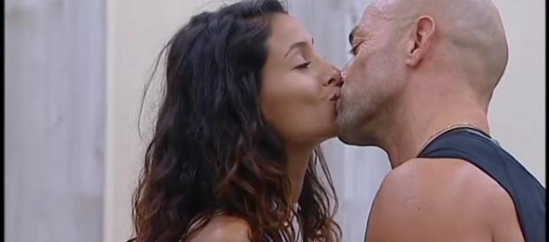 Il bacio tra Mariana Rodriguez e Stefano Bettarini