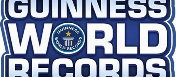 Logo do Guiness Book (ou Livro dos Recordes, em português)