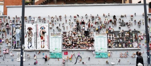 Wall of Dolls, il muro contro la violenza sulle donne e il femminicidio