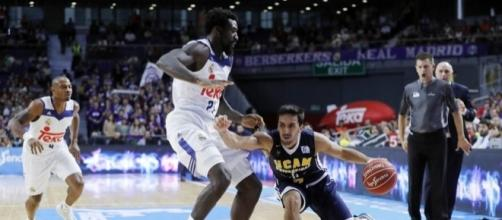 Facundo Campazzo frente a Othello Hunter