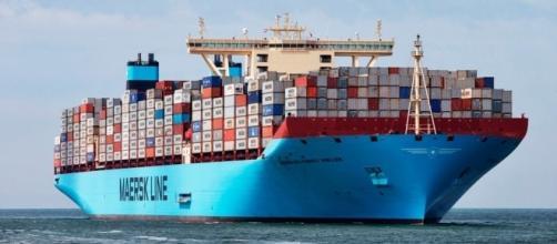 Os maiores navios cargueiros do mundo não podem atracar no porto de Santos