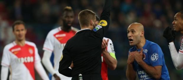 Football : l'assistance vidéo pour l'arbitrage autorisée à compter ... - francetvinfo.fr