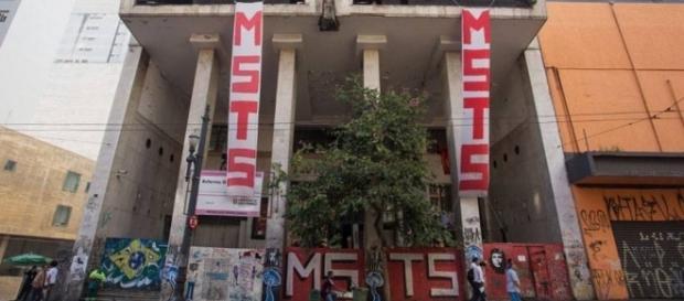 Sem-teto tiveram que desocupar prédio do Cine Marrocos (Foto: Reprodução/Veja)