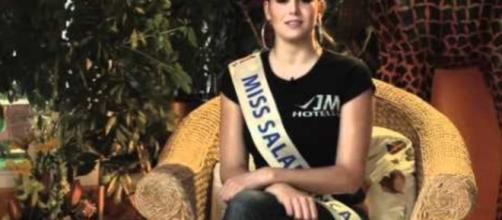 Clara en un video representando a Salamanca