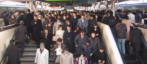 Lavoratori giapponesi in stazione