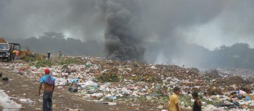 Los seres humanos son las víctimas de la contaminación mundial. Public Domain